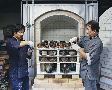 Glaze firing(kiln loading/unloading)