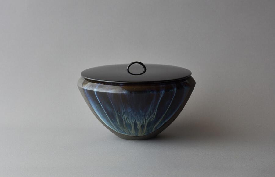 高取極光釉水指(白釉・黄釉に黒流し)